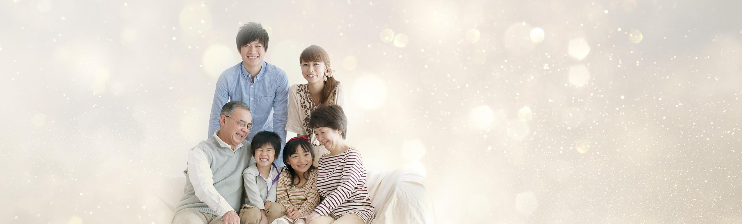 メインビジュアルの家族イメージ写真